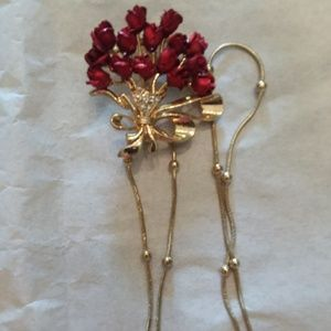 Rose broach and long golden color necklace